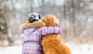 Freundschaft zwischen Hund und Kind