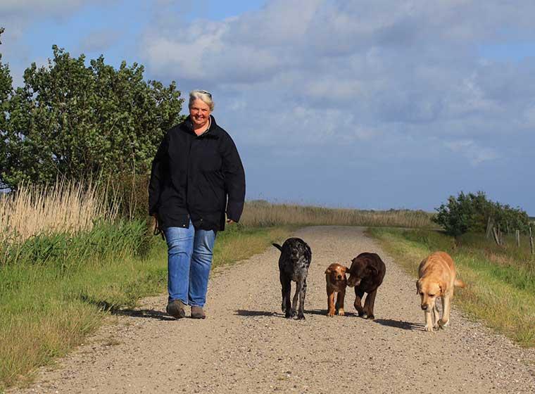 Perdita Lübbe mit Hunden